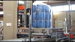 Упаковка пластиковой тары на термоусадочной автоматической машине AT53