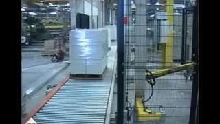 Упаковка картона на автоматическом паллетообмотчике OMS AV750 упаковка в стретч пленку