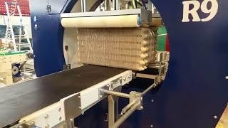 Упаковка ящиков в стретч пленку на машине AREA R9.100